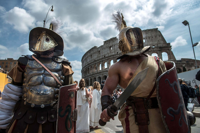 Actors dressed as ancient Roman soldiers stand near the Coliseum as they attend a parade to commemorate the 2,768th anniversary of the founding of Rome on April 19, 2015 in Rome, Italy. (Photo by Giorgio Cosulich/Getty Images)