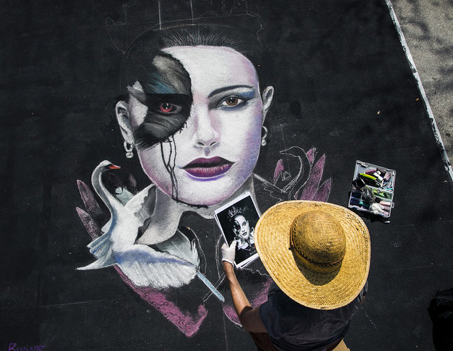 "Jeanie Burns, of West Palm Beach, paints a portrait of Natalie Portman, from the movie, ""Black Swan"". (Photo by Greg Lovett/The Palm Beach Post)"