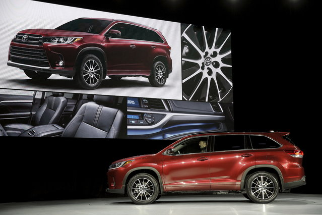The 2017 Toyota Highlander Hybrid is seen during the media preview of the 2016 New York International Auto Show in Manhattan on March 23, 2016. (Photo by Brendan McDermid/Reuters)