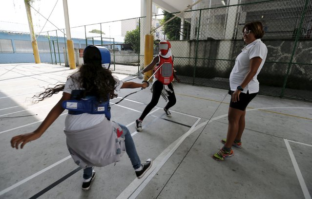 """Children from municipal school Parana take part in the project """"Fencing School"""" in Rio de Janeiro, Brazil, March 30, 2016. (Photo by Sergio Moraes/Reuters)"""