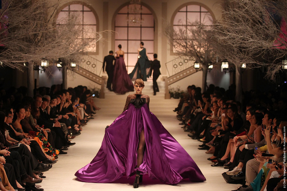 Women's Fashion Week Haute Couture 2011: Stephane Rolland Catwalk