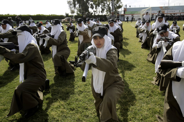 Palestinian female Hamas security officers demonstrate their skills during a graduation ceremony in the northern Gaza Strip, Wednesday, April 2, 2014. 1200 officers graduated from advanced training courses that lasted one year in Gaza police academy of Hamas. (Photo by Adel Hana/AP Photo)