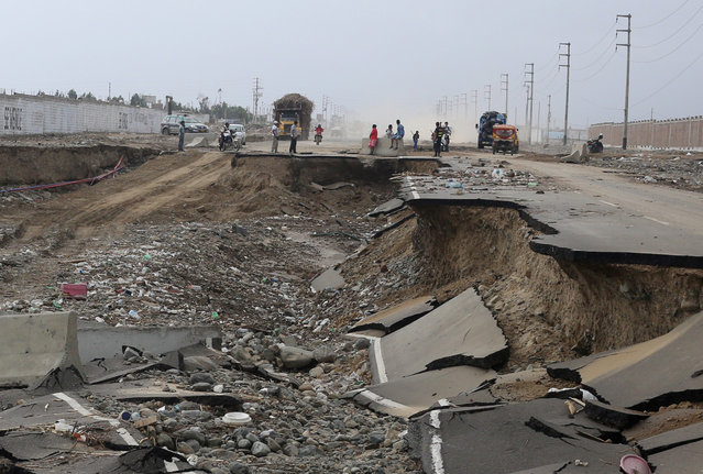 View of Evitamiento highway after a massive landslide and flood in Trujillo on March 21, 2017. (Photo by Douglas Juarez/Reuters)