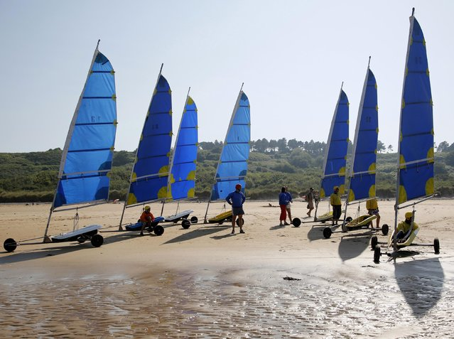 Tourists take part in a land sailing class on the former D-Day landing zone of Omaha beach near Vierville sur Mer, France, August 22, 2013. REUTERS/Chris Helgren