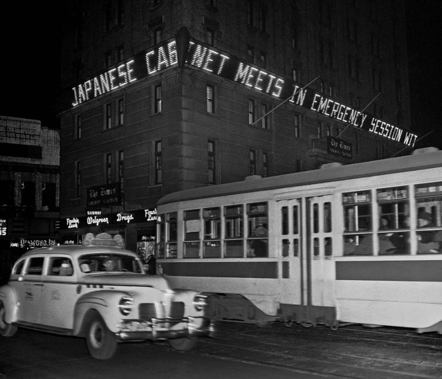 """Japanese cabinet meets in emergency session"", is the bulletin shown in Times Square's news zipper in lights on the New York Times building, New York, December 7, 1941. (Robert Kradin/Associated Press)"