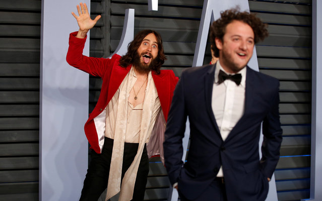 Actor Jared Leto (L) jokes around with a friend during  the 2018 Vanity Fair Oscar Party hosted by Radhika Jones at the Wallis Annenberg Center for the Performing Arts on March 4, 2018 in Beverly Hills, California. (Photo by Danny Moloshok/Reuters)