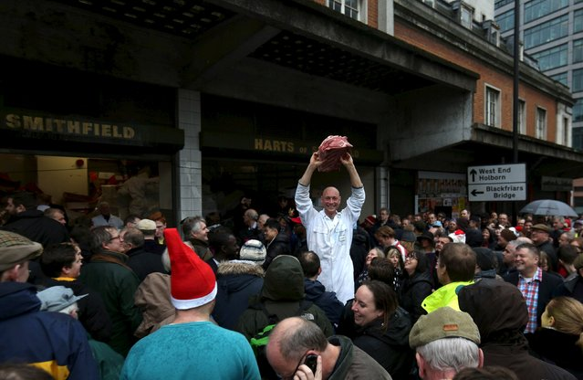 Butchers sell their remaining produce of the year at discounted prices during the traditional Christmas Eve auction at Smithfield's market in London  December 24, 2015. (Photo by Neil Hall/Reuters)