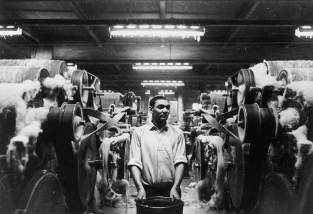 An immigrant employee from Pakistan at work in a spinning mill in Bradford, West Yorkshire, the worsted-manufacturing and wool-trade centre of England, circa 1950. (Photo by Central Press/Getty Images)