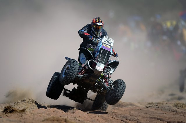 Russian rider Sergei Karyakin of Yamaha in action during the eighth stage of the Rally Dakar 2016 between Salta and Belen, Argentina, 11 January 2016. (Photo by Nicolas Aguilera/EPA)
