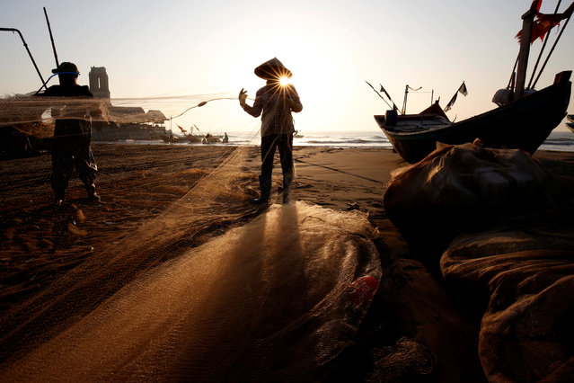 Fishermen clean their nets at a beach in Nam Dinh province,  Vietnam November 2, 2018. (Photo by Reuters/Kham)