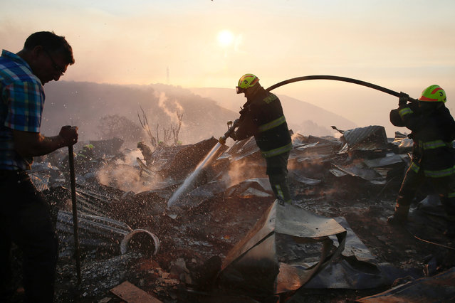 Firefighters work to put out a fire in a house on a hill, where more than 100 homes were burned due to a forest fire but there have been no reports of death, local authorities said in Valparaiso, Chile January 2, 2017. (Photo by Rodrigo Garrido/Reuters)