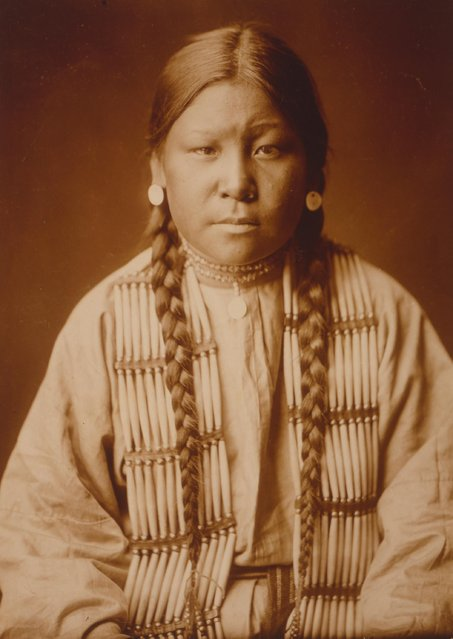 Cheyenne girl, half-length portrait, facing front, circa 1905. (Photo by Buyenlarge/Getty Images)