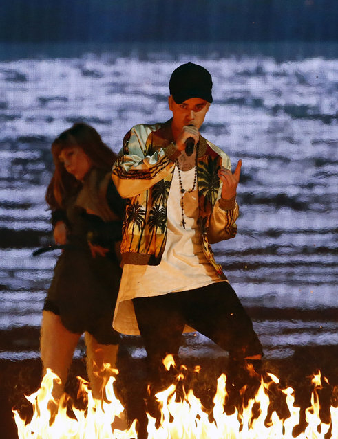 Canadian singer Justin Bieber (C) performs at the BRIT Awards at the O2 arena in London, Britain, February 24, 2016. (Photo by Stefan Wermuth/Reuters)