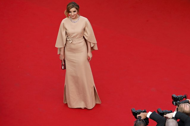 """Actress Clotilde Courau poses on the red carpet as she arrives for the opening ceremony and the screening of the film """"La tete haute"""" out of competition during the 68th Cannes Film Festival in Cannes, southern France, May 13, 2015. (Photo by Benoit Tessier/Reuters)"""