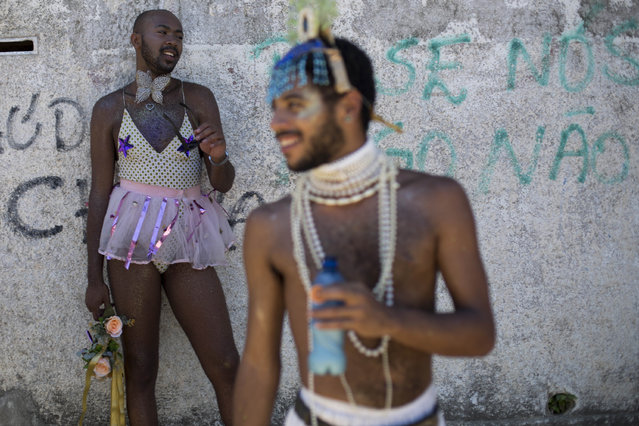 "In this Saturday, February 18, 2017 photo, revelers take part in the ""Guanabara Pearl"" carnival street party on Paqueta Island in Rio de Janeiro, Brazil. Merry makers ferried across Guanabara Bay to Paqueta Island for the parade. (Photo by Mauro Pimentel/AP Photo)"