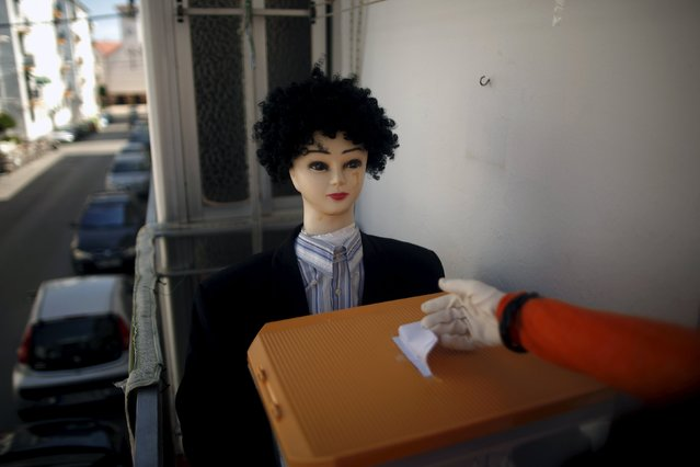 An installation with mannequins by Jose Maria Leon, 73, (not pictured), depicting a woman (R) casting her vote in a polling station, is pictured on the balcony of Leon's flat in Ronda, southern Spain, May 23, 2015. (Photo by Jon Nazca/Reuters)
