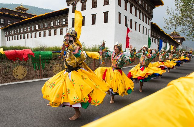 Traditional dancers perform as they lead a ceremonial procession into the Tashicho Dzong in Thimphu on April 14, 2016, during the first day of the British royal couple's two-day visit to Bhutan. (Photo by Roberto Schmidt/AFP Photo)