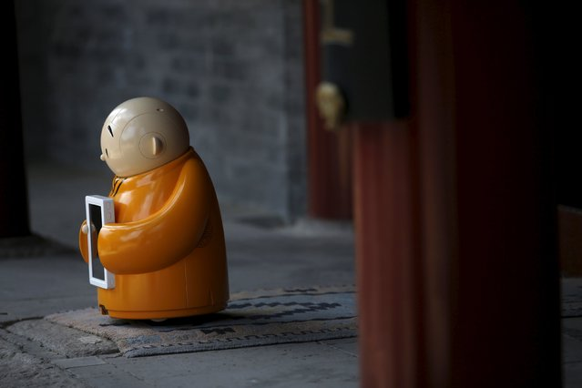Robot Xian'er is placed in the main building of Longquan Buddhist temple for photographs by the temple's staff, on the outskirts of Beijing, April 20, 2016. (Photo by Kim Kyung-Hoon/Reuters)