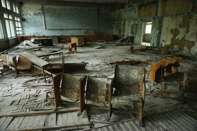 Pupils' chairs stand on rotting floorboards in an auditorium of abandoned School Number 3 on September 30, 2015 in Pripyat, Ukraine. (Photo by Sean Gallup/Getty Images)