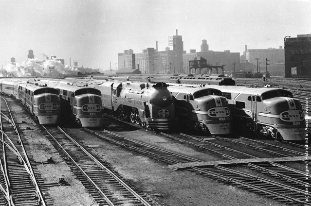 1938: Five of the new streamlined trains being introduced by the Santa Fe Railway to run between Chicago and Los Angeles as part of the largest streamlined fleet in the world