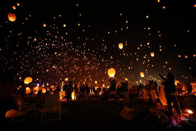 "People release sky lanterns during ""Pennsylvania Sky Lantern Festival"" in Pennsylvania, United States on September 8, 2019. (Photo by Vural Elibol/Anadolu Agency via Getty Images)"