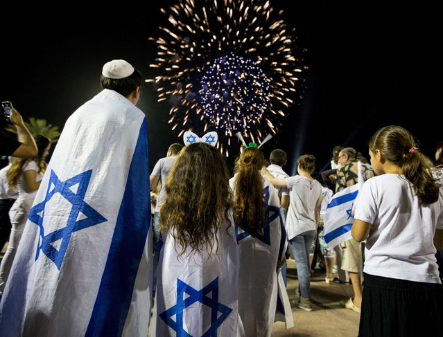 Israeli children watch fireworks in the Mediterranean coastal city of Netanya, on May 5, 2014, during Israel's 66th Independence Day celebrations. (Photo by Jack Guez/AFP Photo)
