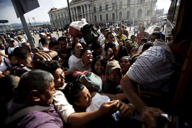 People try to board a goverment transport during the second day of a suspension of public transport services in San Salvador, El Salvador July 28, 2015. Violent gangs in El Salvador ordered bus drivers to strike on Monday in a conflict that has killed six people and left thousands of commuters stranded on the streets of the Central American capital, police and bus company officials said. (Photo by Jose Cabezas/Reuters)