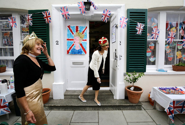 Teachers at L'Ecole des Petits bilingual primary school during a celebration for Queen Elizabeth's 90th birthday in London, Britain June 10, 2016. (Photo by Kevin Coombs/Reuters)