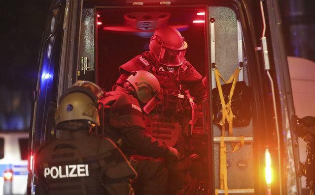 Heavily armed special police forces arrive at the so-called 'Schanzenviertel' area after riots started on the sidelines of the G-20 summit in Hamburg, northern Germany, Friday evening, July 7, 2017. (Photo by Bodo Marks/DPA via AP Photo)