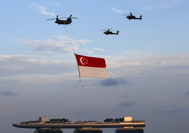 The Republic of Singapore Air Force helicopters fly past with the national flag during a Golden Jubilee celebration rehearsal in Singapore August 1, 2015. Singapore marks 50 years of independence on Sunday. (Photo by Edgar Su/Reuters)