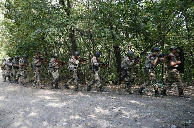 Members of the Ukrainian Interior Ministry's special battalion Kiev-1 take part in an anti-terror drill in Kiev, Ukraine, August 28, 2015. (Photo by Valentyn Ogirenko/Reuters)