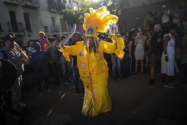 The Queen of the Guardians of the flame Cherice Harrison Nelson from New Orleans dance during the music conga through the streets of Old Havana within the activities of the 35th Havana Jazz Plaza festival in Havana, Cuba, Wednesday, January 15, 2020. (Photo by Ramon Espinosa/AP Photo)