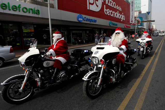 Members of the transit police dressed as Santa Claus ride their motorcycles in downtown Monterrey, Mexico December 19, 2017. (Photo by Daniel Becerril/Reuters)