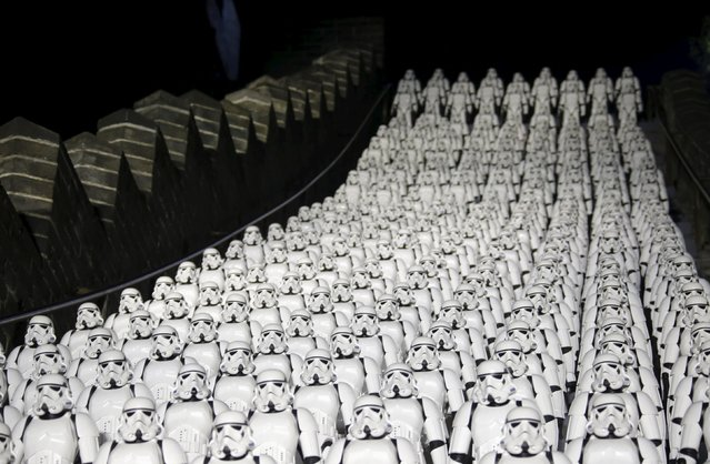 """Five hundred replicas of Stormtrooper characters from """"Star Wars"""" are placed on the steps at the Juyongguan section of the Great Wall of China during a promotional event for """"Star Wars: The Force Awakens"""" film, on the outskirts of Beijing, China, October 20, 2015. (Photo by Jason Lee/Reuters)"""