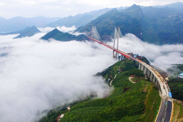 This picture taken on September 10, 2016 shows the Beipanjiang Bridge, near Bijie in southwest China's Guizhou province. Chinese engineers linked the two ends of the bridge on September 10, completing the structure of what is expected to become the world's highest bridge. The bridge soars 565 meters (1,854 feet) above a river in the mountainous region. (Photo by AFP Photo/Stringer)