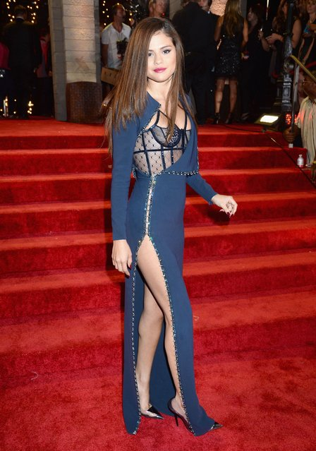 Selena Gomez (Detail: Atelier Versace dress) attends the 2013 MTV Video Music Awards at the Barclays Center on August 25, 2013 in the Brooklyn borough of New York City. (Photo by Jeff Kravitz/FilmMagic for MTV)