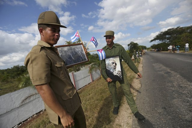 Soldiers take position along a highway as they wait for the ashes of Fidel Castro to pass during a three-day journey to the eastern city of Santago, in Cardenas, Cuba, November 30, 2016. (Photo by Edgard Garrido/Reuters)