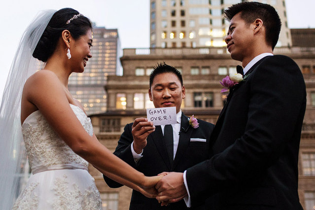 Funny card during wedding ceremony. (Photo by Steve Young/Caters News Agency/ISPWP)