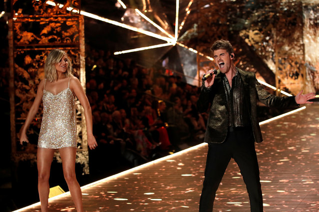 Singer Kelsea Ballerini and Alex Pall of the Chainsmokers perform during the 2018 Victoria's Secret Fashion Show in New York City, New York, U.S., November 8, 2018. (Photo by Mike Segar/Reuters)