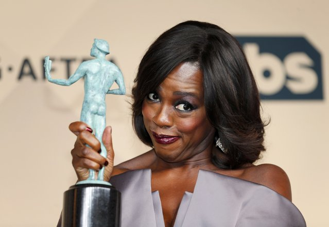 """Viola Davis holds the award for Outstanding Performance by a Female Actor in a Drama Series for her role in """"How to Get Away With Murder"""" during the 22nd Screen Actors Guild Awards in Los Angeles, California January 30, 2016. (Photo by Mike Blake/Reuters)"""
