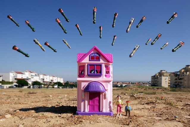 It might look like war games but these battle scenes made from toys are actually recreations of drawings done by children living in war zones. (Photo by Caters News Agency)