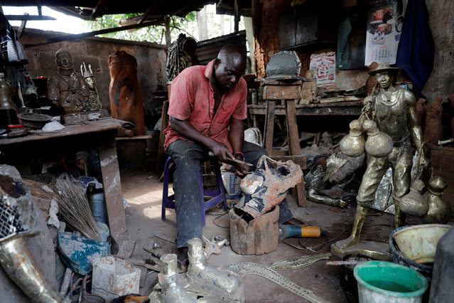 Local bronze sculptor Eric Ogbemudia, 62, works in his studio on Igun street in Benin City, Edo state, Nigeria June 12, 2018. (Photo by Akintunde Akinleye/Reuters)