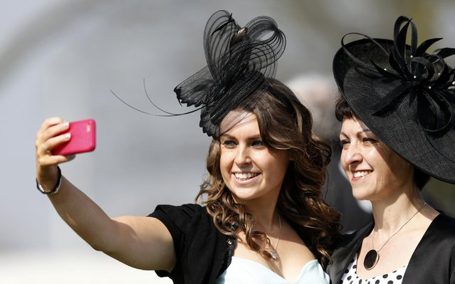 Horse Racing – Crabbie's Grand National Festival – Aintree Racecourse April 10, 2015: Racegoers at the Grand National Festival on ladies day. (Photo by Andrew Boyers/Reuters)