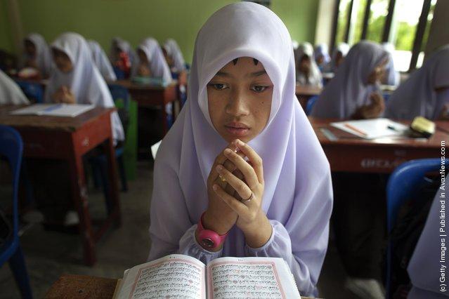 Islamic girls pray before religion class at the Darunsat Wittaya school