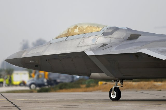 A U.S. Air Force F-22 Raptor fighter jet pilot waves before taking off ahead of the International Air and Space Fair (FIDAE) at Santiago international airport, March 28, 2016. (Photo by Ivan Alvarado/Reuters)