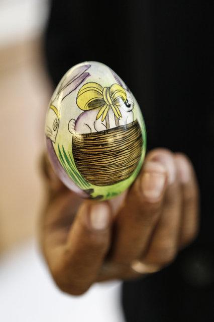 Wayan Sadra shows painted Easter egg at his workshop on April 14, 2014 in Sukawati, Gianyar, Bali, Indonesia. (Photo by Putu Sayoga/Getty Images)