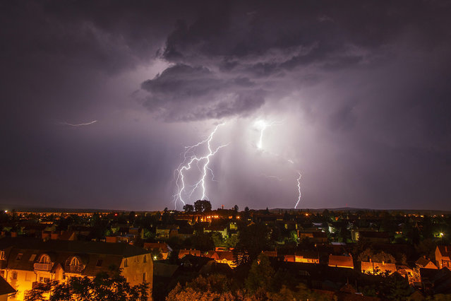 A lightning strikes above the town of Nagykanizsa, some 200km southwest of Budapest, Hungary, late 14 June 2015. (Photo by Gyorgy Varga/EPA)