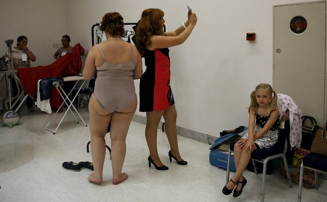 Models prepare backstage before a presentation as part of Fashion Weekend Plus Size Summer 2015 collection show in Sao Paulo, July 25, 2015. (Photo by Nacho Doce/Reuters)