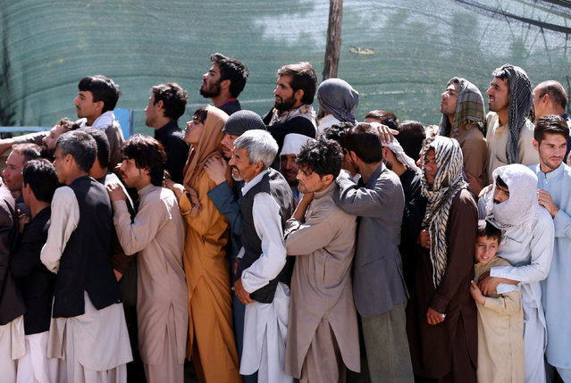 Afghan men line up to receive aid from the Afghanistan Chamber of Commerce and Industries (ACCI) during the month of Ramadan in Kabul, Afghanistan June 23, 2016. (Photo by Mohammad Ismail/Reuters)
