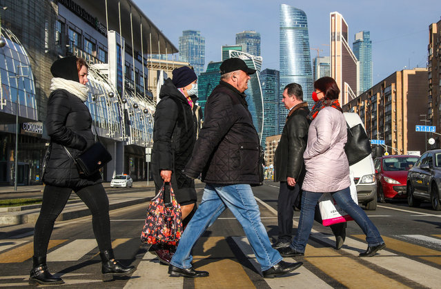 People cross Bolshaya Dorogomilovskaya Street during the pandemic of the novel coronavirus (COVID-19) in Moscow, Russia on April 6, 2020. Public transport continues to operate, however people are told not to leave home except for essential purposes. As of 6 April 2020, Russia has reported more than 6,300 confirmed cases of the novel coronavirus, with more than 4,400 confirmed cases in Moscow. Since 30 March 2020, Moscow has been on lockdown in connection with the pandemic. The Russian government announced a paid period off work for employed people and school holidays, which is expected to last till the end of April. (Photo by Valery Sharifulin/TASS)